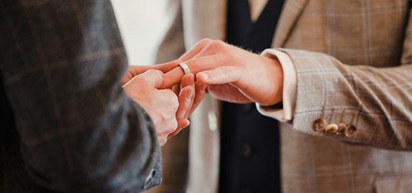 """Casamento homoafetivo corre risco e OAB indica que casais LGBT's """"corram aos cartórios"""""""