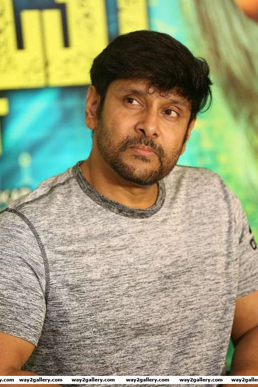 Vikram celebrated the success of his latest Tamil film Iru Mugan