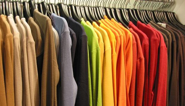 Cara Mengatasi Bulu & Benang Yang Menempel Pada Baju Gelap