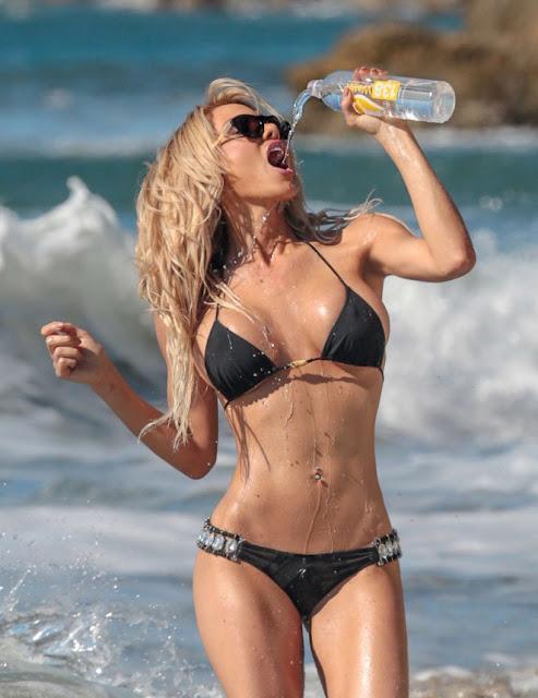 Dalia Elliot photosession in a bikini in Costa Mesa