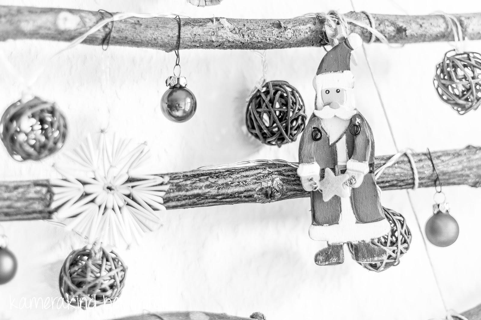 Weihnachtsbaum aus Stöcken basteln