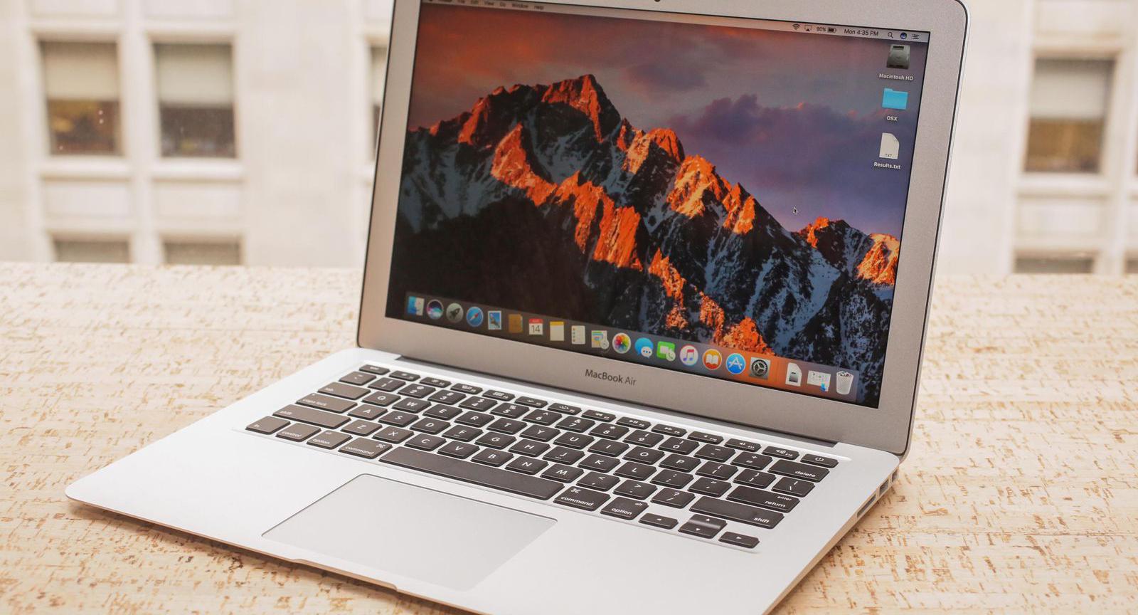 Hal tersebut ditanggapi oleh para penggemar komputer berlogo apel ini. Mereka mengungkapkan kekecewannya lewat media sosial. Sangat menyayangkan hal ini.