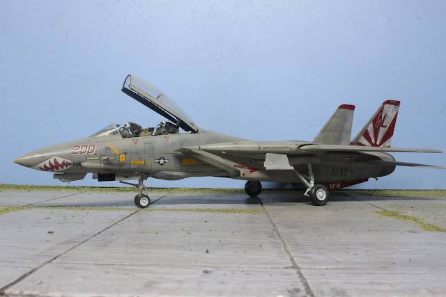 "maquette du F-14 A Tomcat VF111 ""Sundowners"" d'Hasegawa au 1/48."