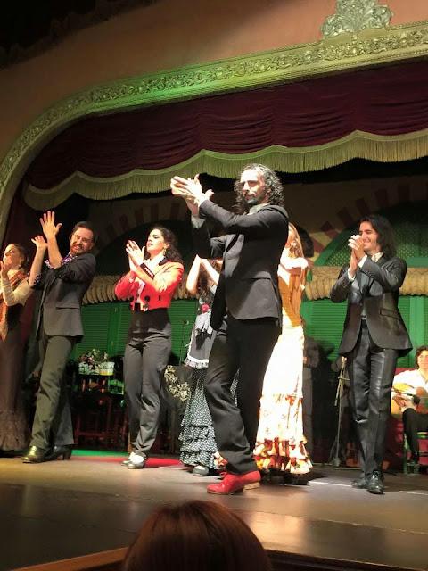 Sevilla, Flamenko, Flamenco show, Flamenko gösterisi, en iyi flamenko, Endülüs Gezi Rehberi, Endülüs'te ne yapılır, Endülüs, Granada, Seville, Cordoba, Seville Festivali, VIP Turizm, Endülüs Gezisi
