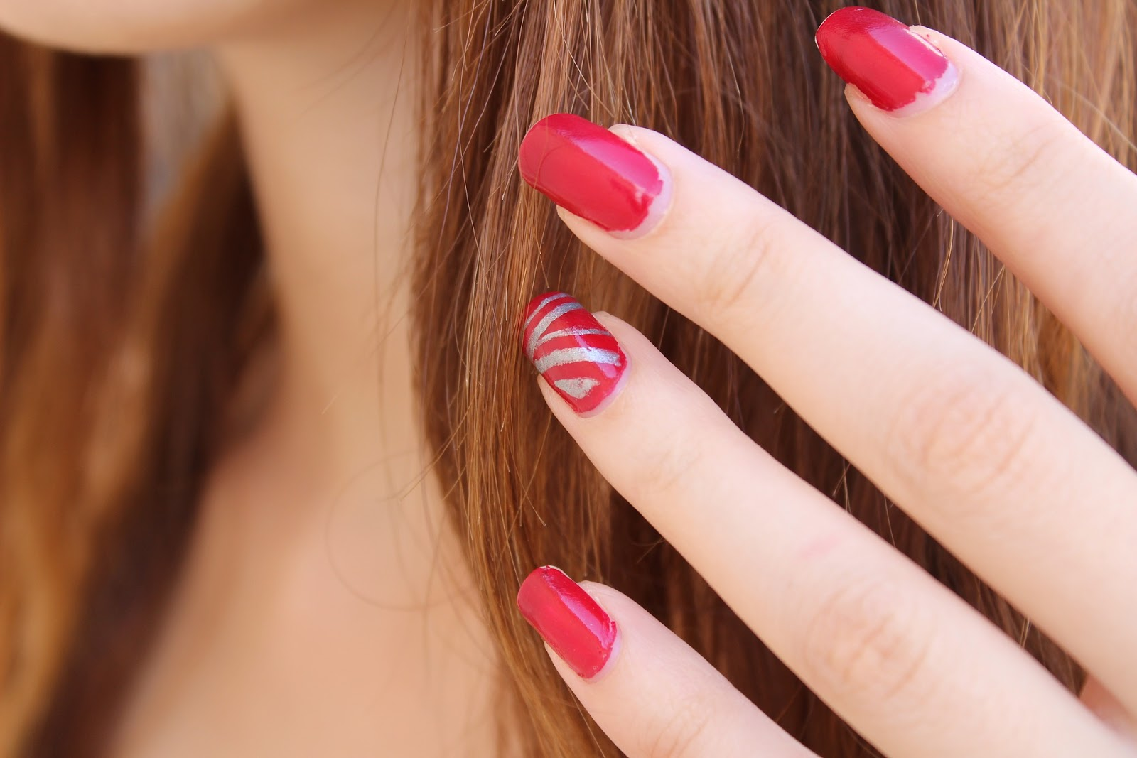 manicure hybrydowy zdobienie paznokci