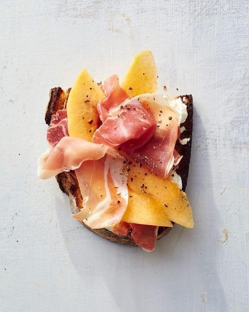 Prosciutto-Melon Toas