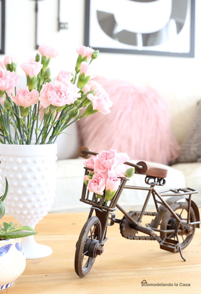 little bicycle decor for the coffee table with pink carnations in basket