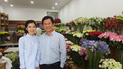 Chụp ảnh cùng diễn viên Oanh Kiều một mẫu hoa từ những ngày đầu mở shop hoa