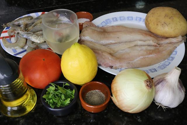 Ingredientes para pescadilla rellena de langostinos