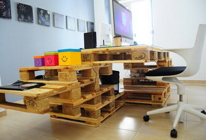 Office Furniture Made With Wooden Pallets 2