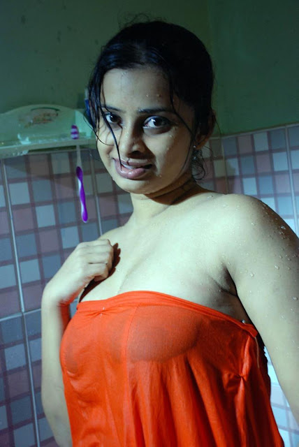 Inaian College Girls Bathing Her Lover Xxx Boobs Photo