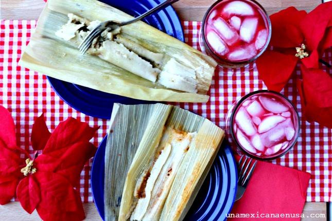 Mesa servida con tamales de rajas con queso y pollo en salsa de chiles. by www.unamexicanaenusa.com