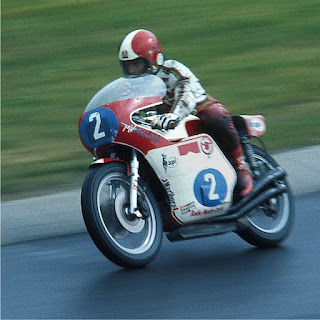 Photo of Giacomo Agostini in action