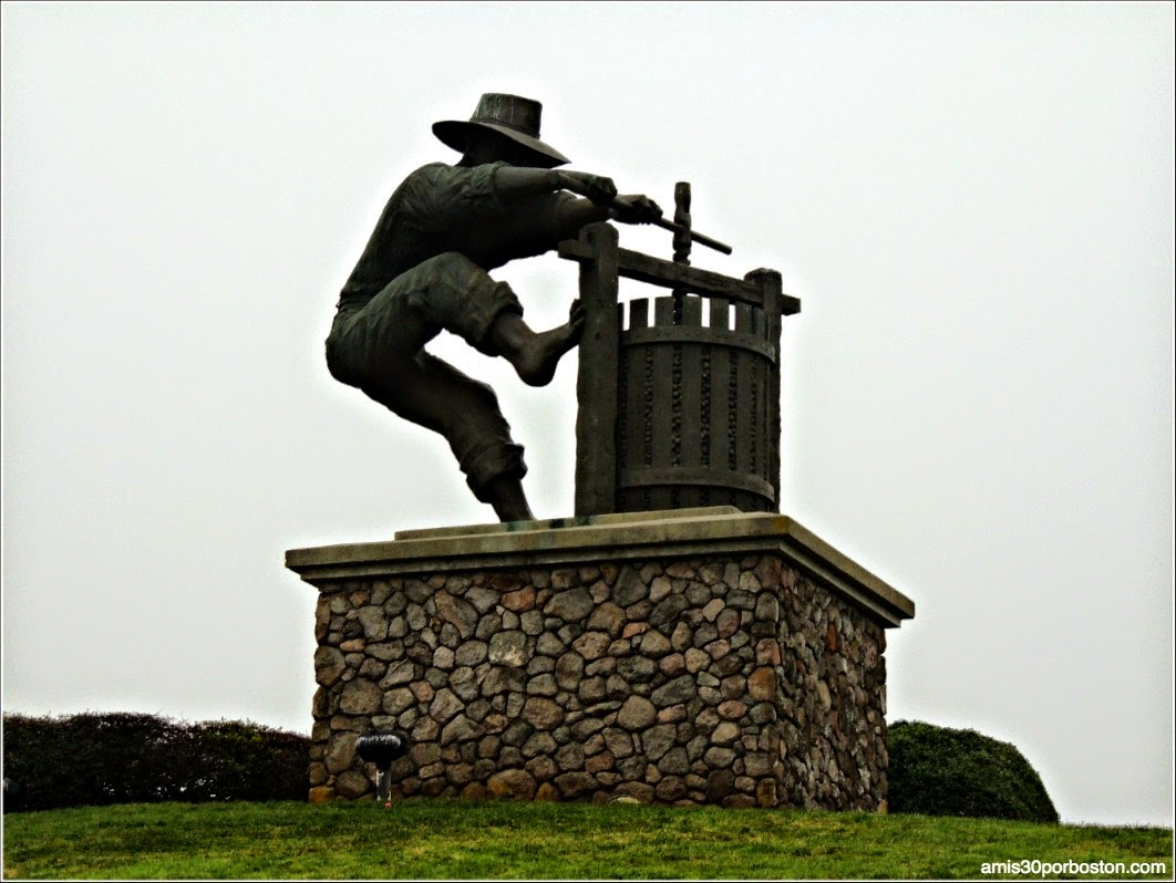 Valle de Napa: Grape Crusher Statue