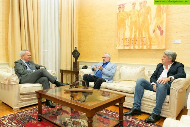 El consejero Franquis y el presidente de FEPECO, Óscar Izquierdo, coinciden en impulsar el sector de las obras públicas como uno de los ejes de la reactivación económica