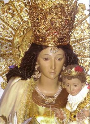 Imagen de la Virgen de los Desamparados con el Niño Jesus