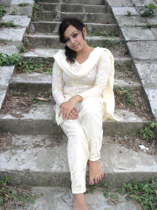 Desi Teen Beautiful Girl Photos  Fun Maza New-8796