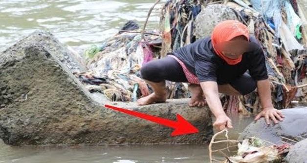 Awalnya ibu ini mahu ambil sampah di sungai, Malah dia temukan benda menakjubkan ini, WOW beruntung..nya. .