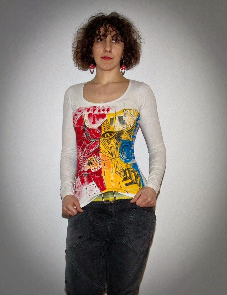 Cercei handmade ciupercute Circul Magic si bluza alba pictata manual Andrei Art