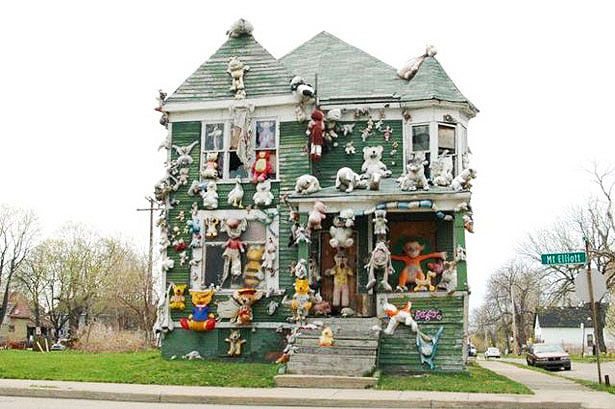 casa colorida con juguetes