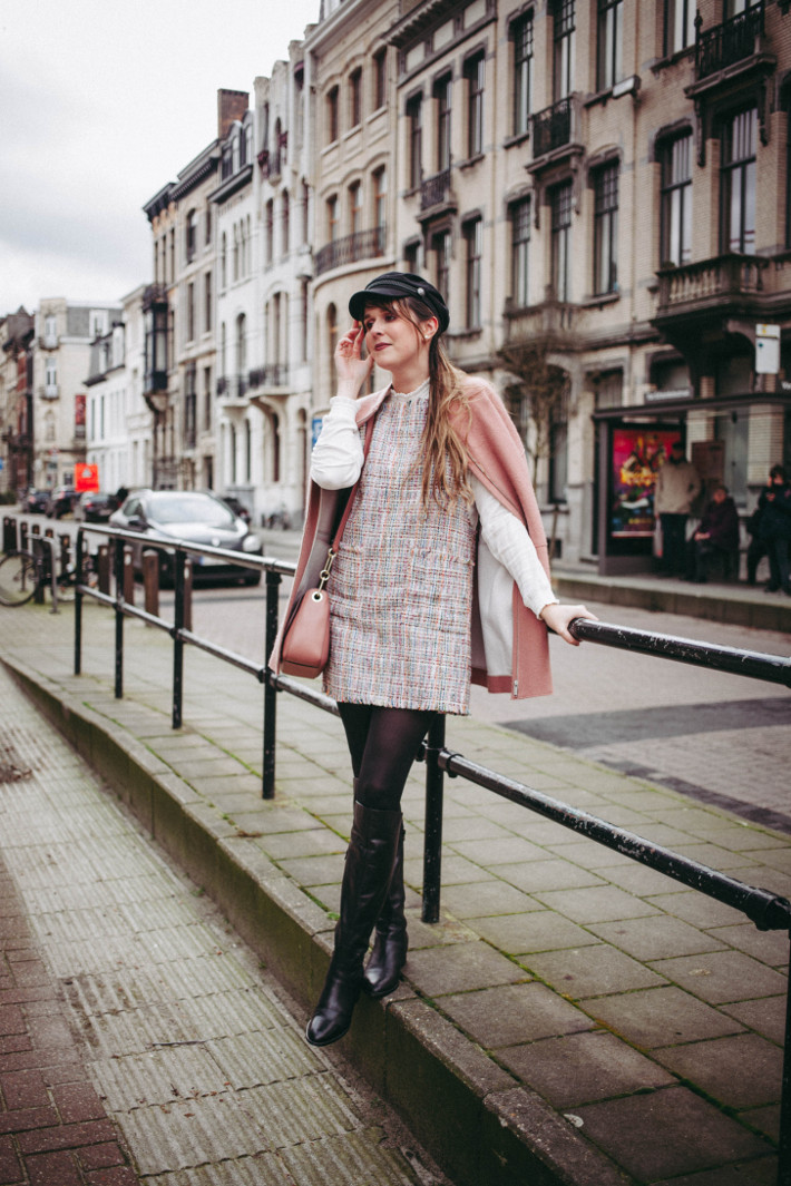 Outfit: tweed  pinafore, over knee boots, fiddler cap