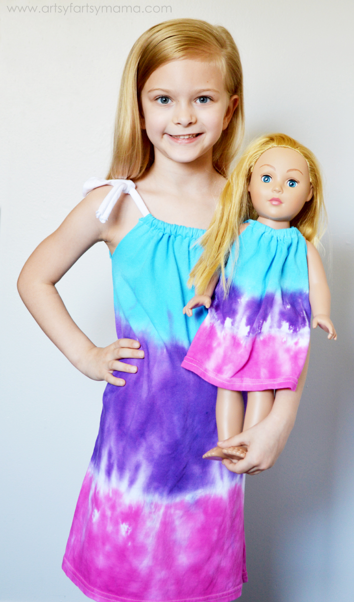 Dolly & Me Tie-Dye Party Ideas at artsyfartsymama.com #TieDyeYourSummer