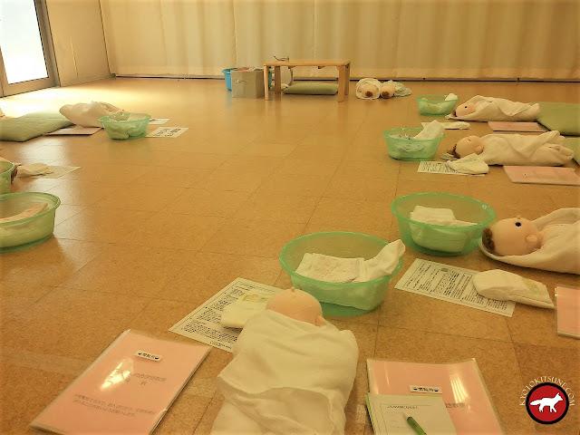 formation pour savoir s'occuper d'un bébé pour les futurs parents japonais