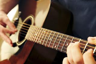 Nên học đàn Organ hay đàn Guitar