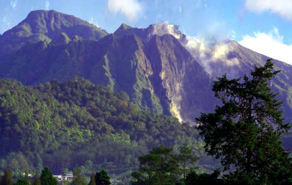 Gunung Sibayak di Sumatera Utara