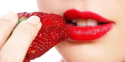 Mengatasi Bibir Hitam Menjadi Merah Merona