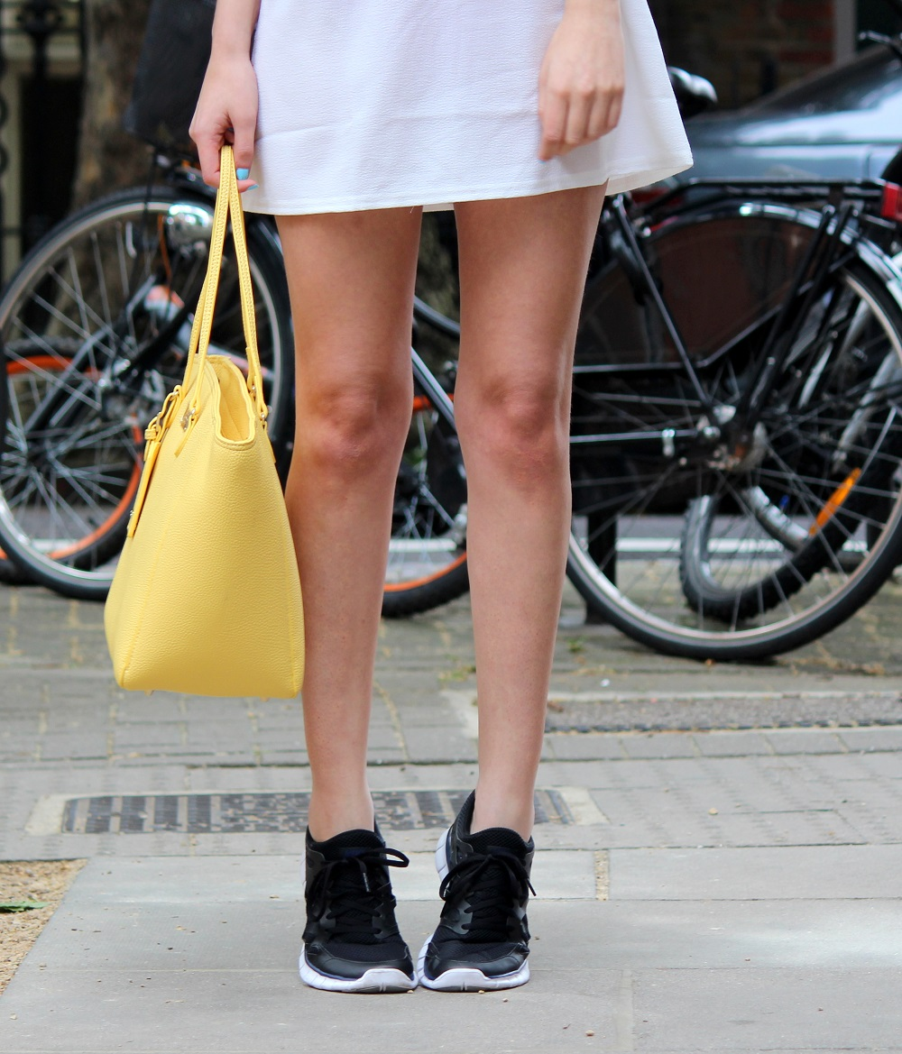 peexo fashion blogger wearing lace up dress and yellow bag and nike free run 2