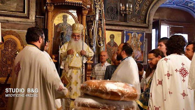 Αρχιερατική Θεία Λειτουργία στον Ι.Ν. Αγίας Τριάδος Ναυπλίου (βίντεο)