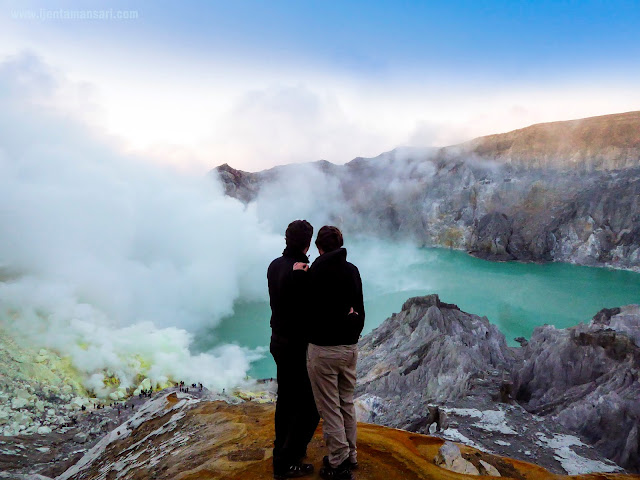 ijen morning tour, visit to mount ijen in morning day, enjoying beautiful volcano and explore ijen volcano, sunrise ijen, ijen morning cheaper tour, ijen volcano, kawah ijen by morning day, ijen photography tour, mount ijen volcano tour, ijen blue fire tour, ijen crater tour and price.