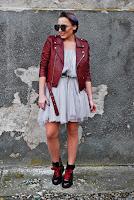 http://www.karyn.pl/2017/11/szara-tiulowa-spodnica-jako-sukienka.html