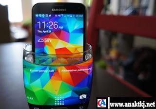 Daftar Hp Smartphone Tahan Air Terbaik Di Dunia