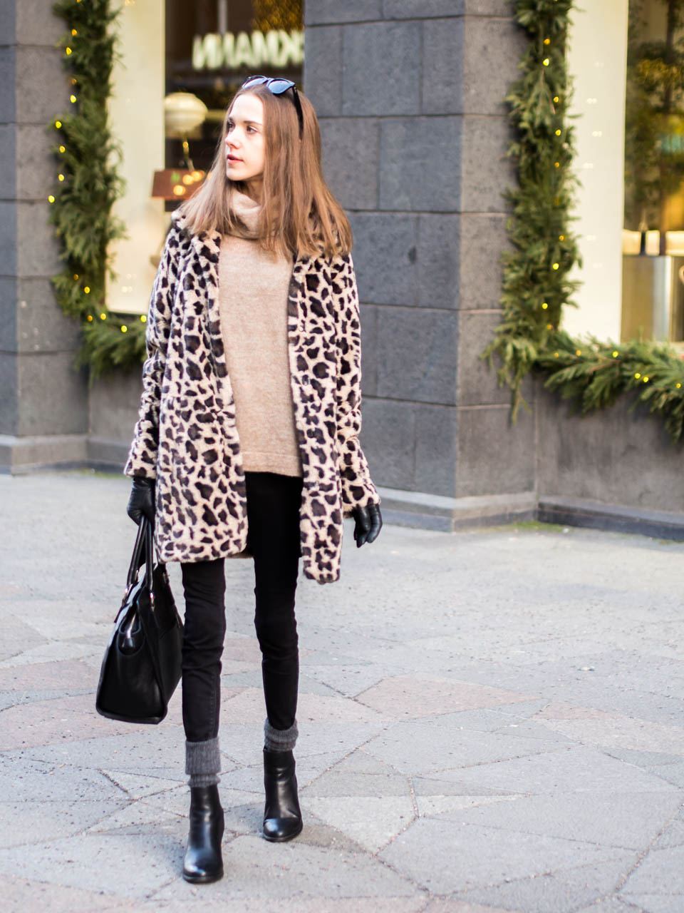 fashion-blogger-outfit-inspiration-leopard-faux-fur-coat