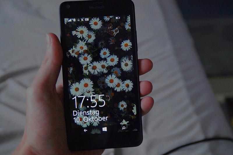 Sperrbildschirm weiße Blumen Foto Hintergrund Handy