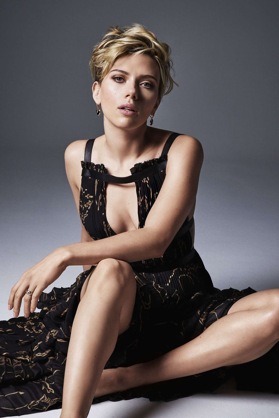 Rambut Pendek Short Hair dan pose Model Scarlett Johansson