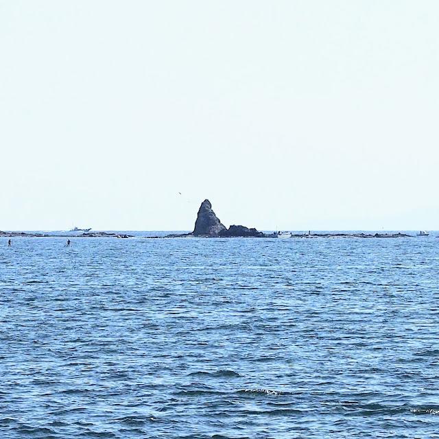 湘南海岸・砂浜のみち 茅ヶ崎 烏帽子岩