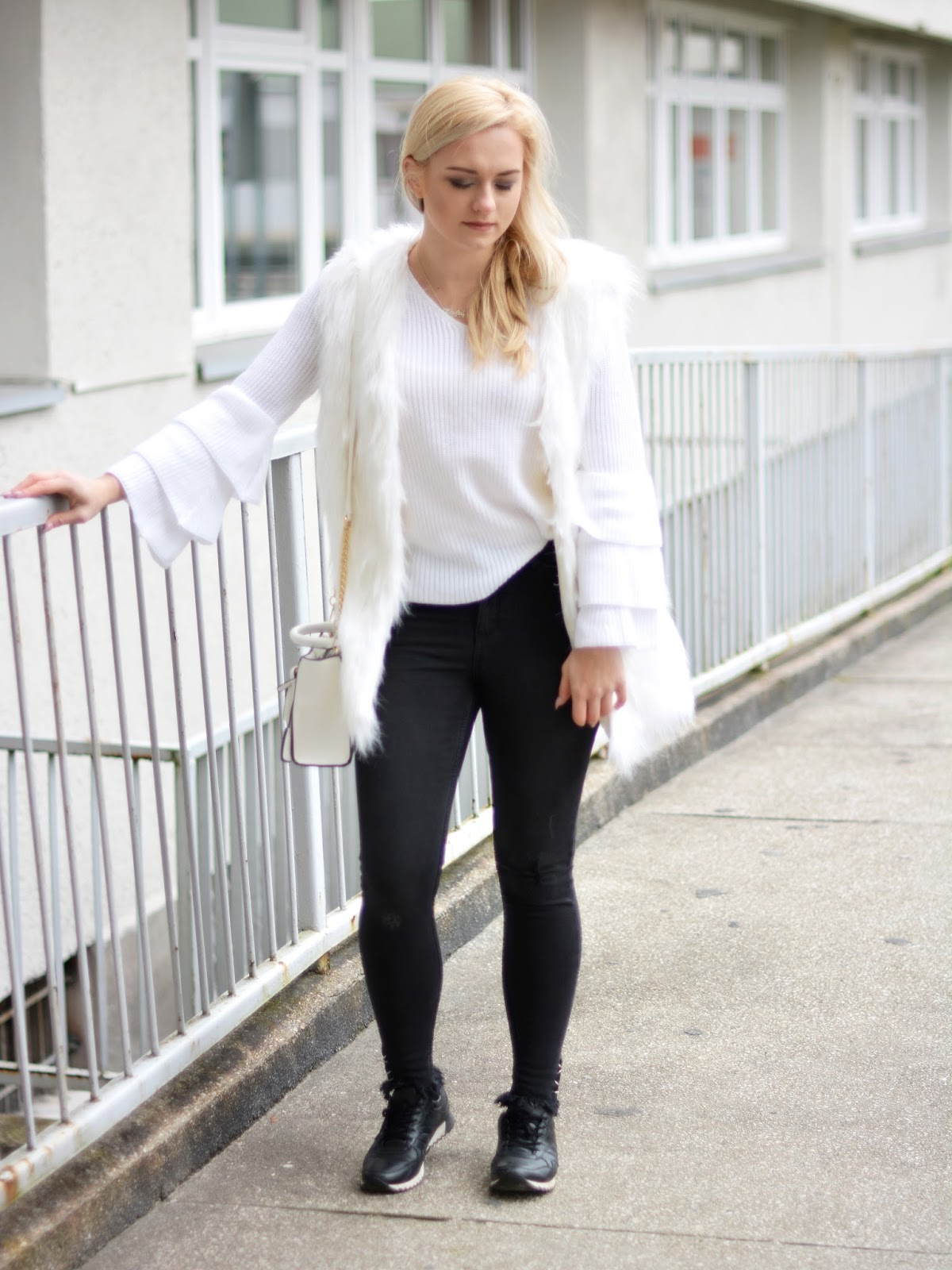 stylizacja z białym futerkiem