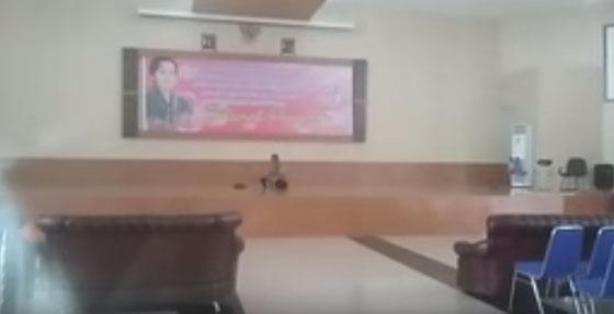 Video Terdengar Suara Hantu Ikut Menyanyi di Kontes Menyanyi di Auditorium Zahari MZ