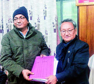 Amar Singh Rai (right) hands over the charge of Darjeeling municipality to SDO
