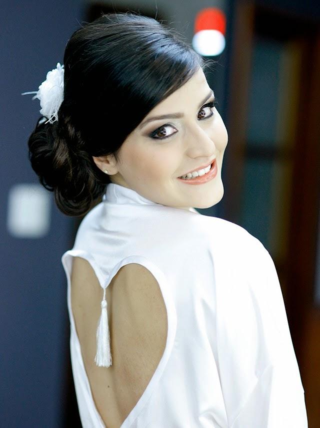 Casamento - Dia da Noiva - Penteado - Robe de Cetim Coração - Maquiagem