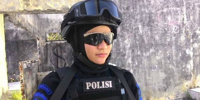 Bripda Nina, si Cantik Anggota Brimob Antiteror di Aceh
