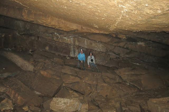 Просторные помещения внутри Кургазакской пещеры