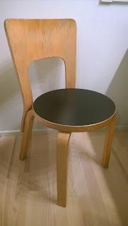 Saippuakuplia olohuoneessa- blogi, kuva Hanna Poikkilehto, Artek, 66 tuoli, Alvar Aalto