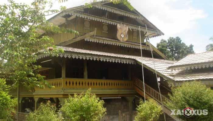 Gambar rumah adat Indonesia - Rumah adat Sulawesi Tenggara atau Rumah Banua Tada