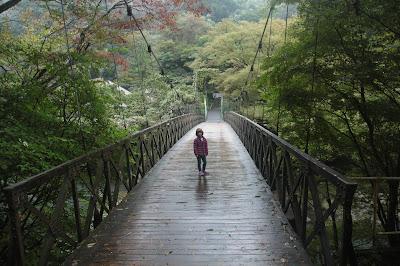 Paula en el puente Hakone