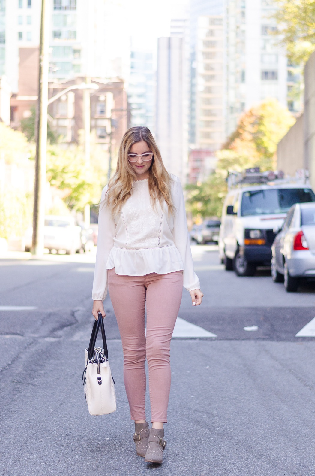 the urban umbrella style blog, vancouver style blog, vancouver fashion blog, vancouver lifestyle blog, vancouver health blog, vancouver fitness blog, vancouver travel blog, canadian faashion blog, canadian style blog, canadian lifestyle blog, canadian health blog, canadian fitness blog, canadian travel blog, bree aylwin, american eagle sateen begging in buff, AEO jeggings, how to style jeggings, forever 21 peasant blouse, aldo studded boots, Ever New quilted handbag, how to keep organized, blogging organization tips, best lifestyle blogs, best fitness blogs, best health blogs, best travel blogs, top fashion blogs, top style blogs, top lifestyle blogs, top fitness blogs, top health blogs, top travel blogs