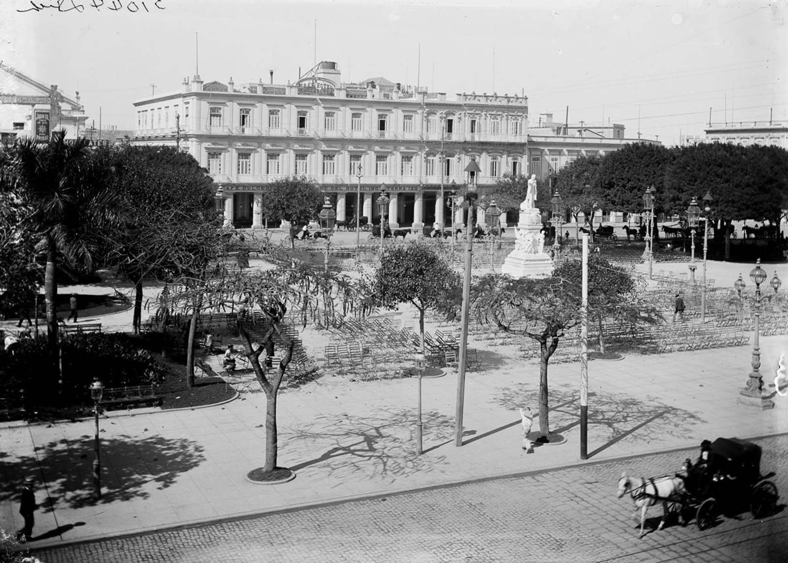 Central Park and the Gran Hotel Inglaterra. 1900.